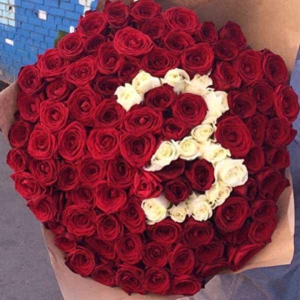 101 красная роза с белой цифрой 3