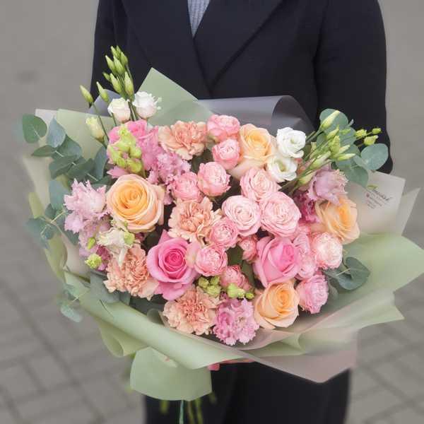 Букет из пионовидных роз, гвоздик и эустом