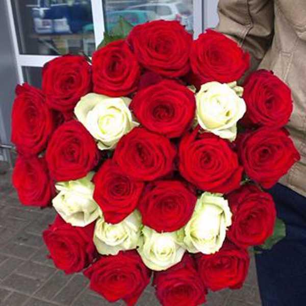 Весёлый букет-смайл из 25 роз ;)