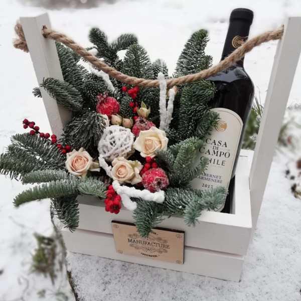 Зимняя, стильная композиция в коробке