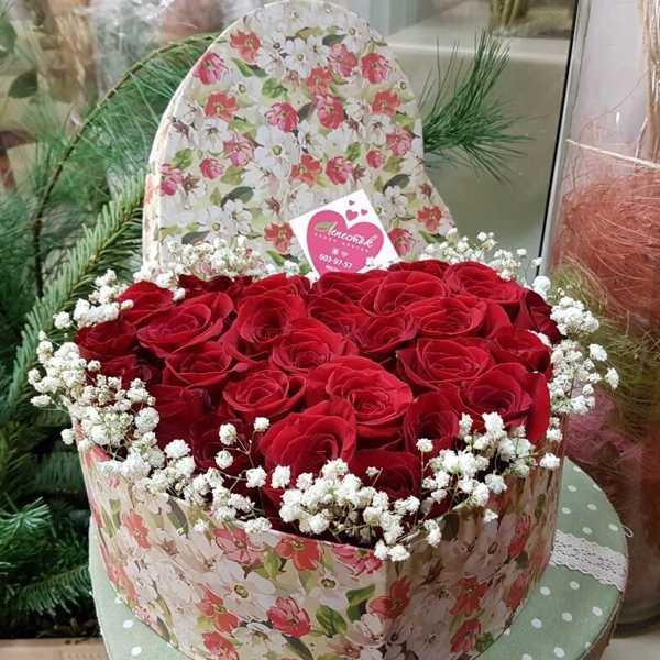 Коробочка в форме сердца из 25 роз
