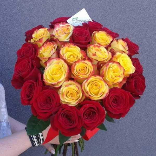 Букет из 29 роз в форме сердца