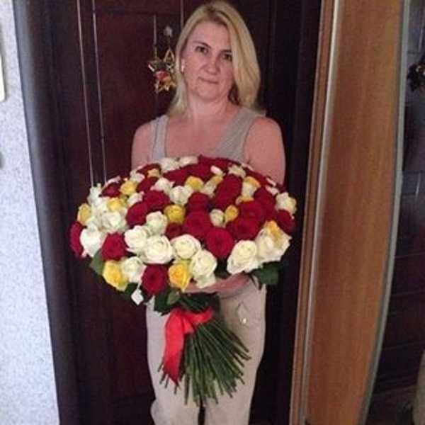Букет из 101 розы красного, белого и желтого цвета