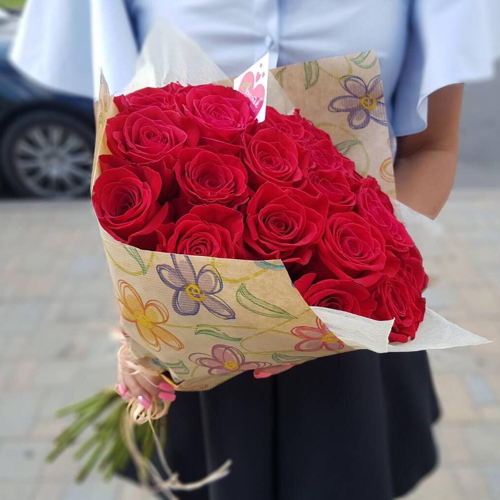 25 красных роз с упаковкой