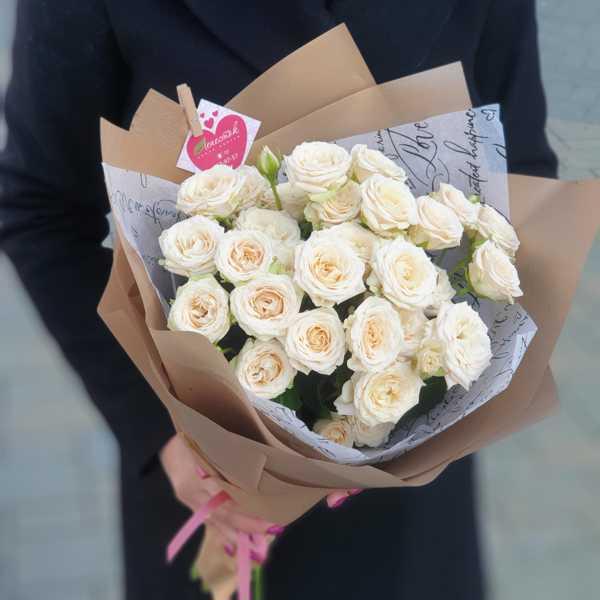 Охапка кустовых роз Жустин