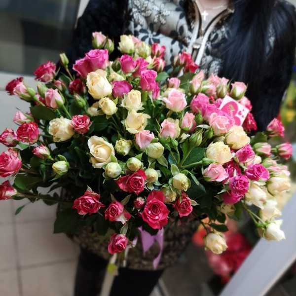 Охапка кустовых роз. 21 штука в букете