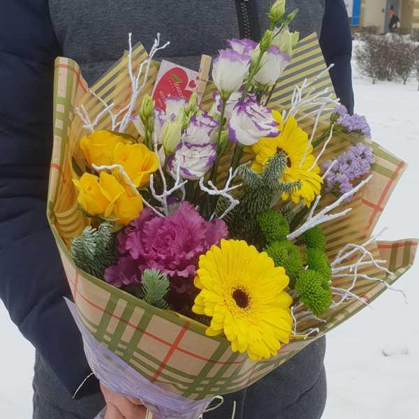 Букетик из кустовой розы, герберы, брасеки