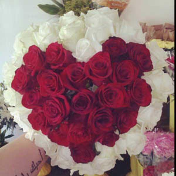 51 роза сердцем. Красное сердце