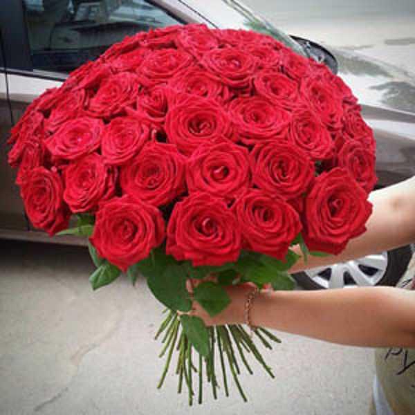 Эффектный букет из 51 красной розы
