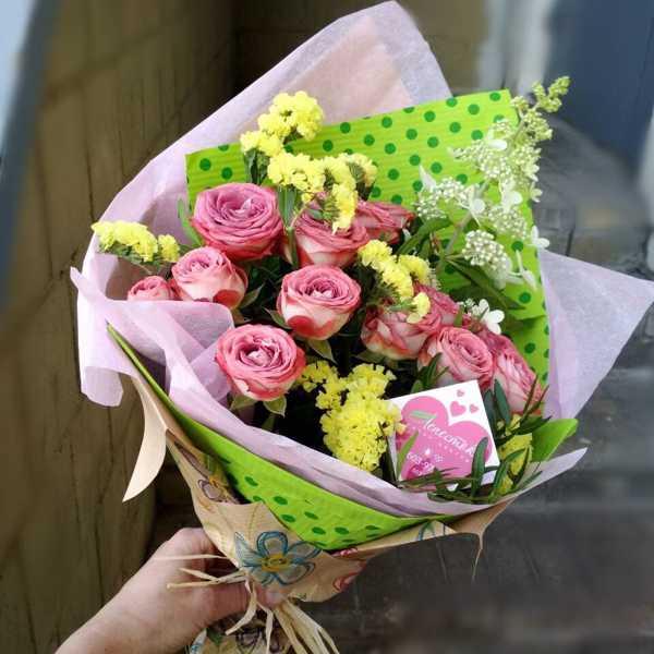 Букет из кустовой розы, статицы и гортензии киушу
