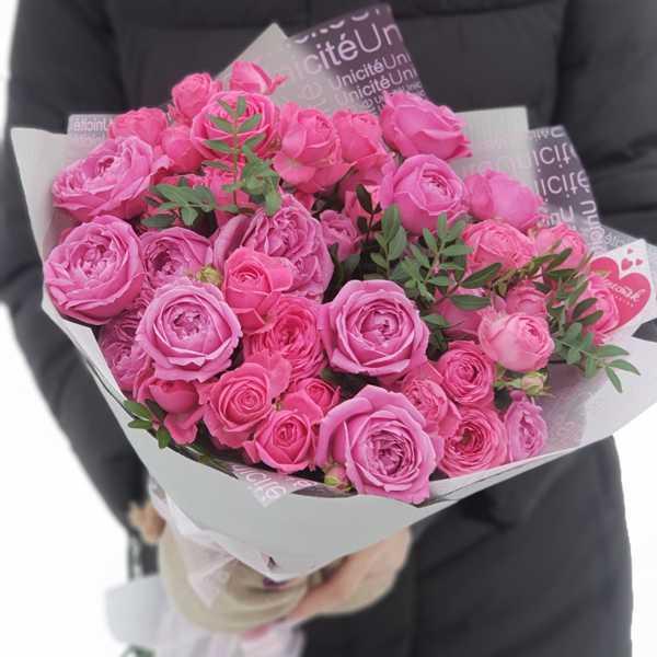 Букетик из пионовидных роз