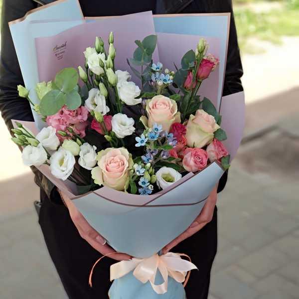 Букетик из твидии, эустом и роз