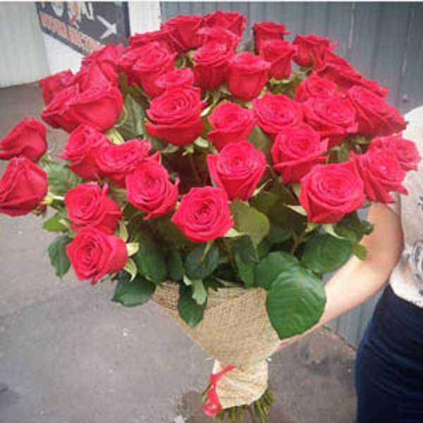 Букет из 35 роз Ред Наоми 70 см.
