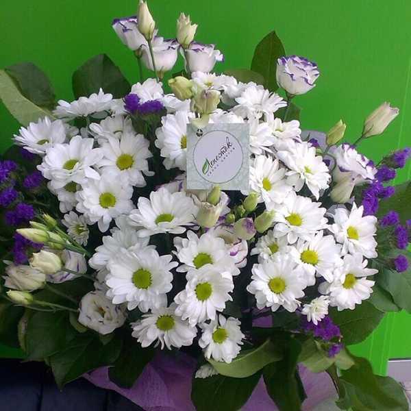 Букет из хризантем, эустомы и статицы