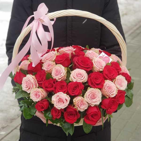 Корзина из 55 роз