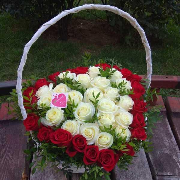 Корзина из 43 роз в форме сердца