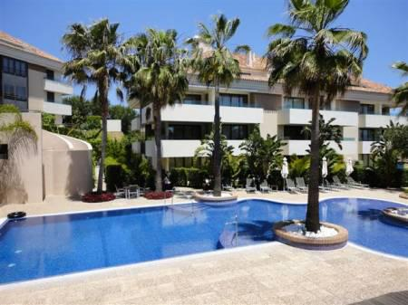 Los Monteros Park, Apartment available for Holiday Rental in Los Monteros, Marbella, Spain