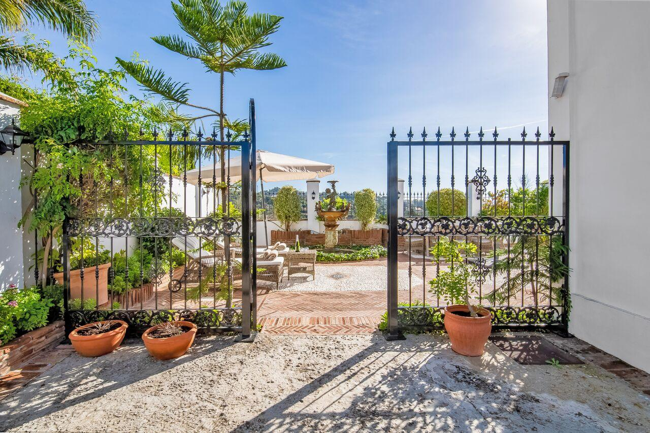 Villa Las Palmeras, Villa available for Holiday Rental in Elviria, Marbella, Spain