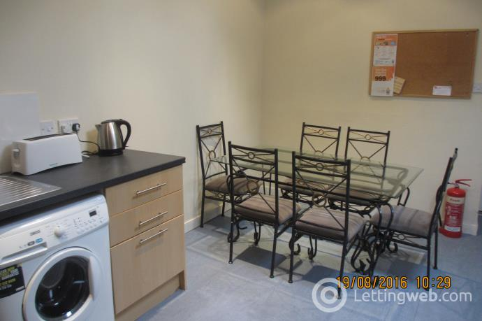 Property to rent in King Street 2329