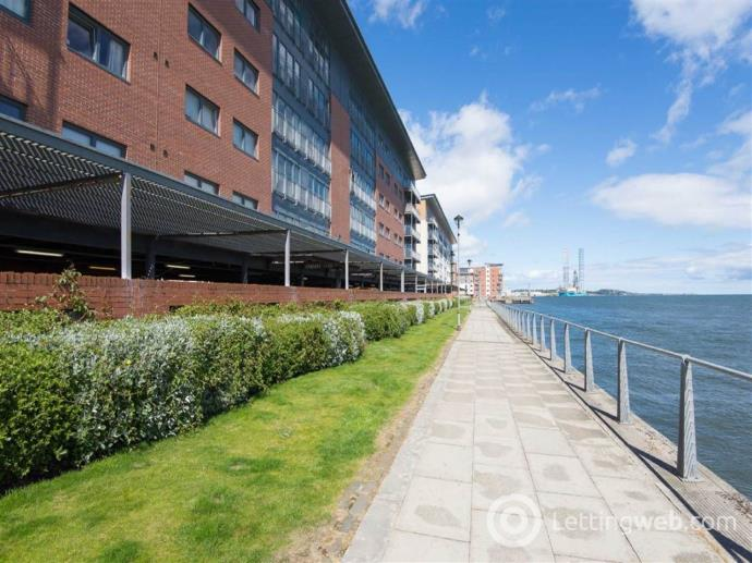 Property to rent in 22V Marine Parade Walk,