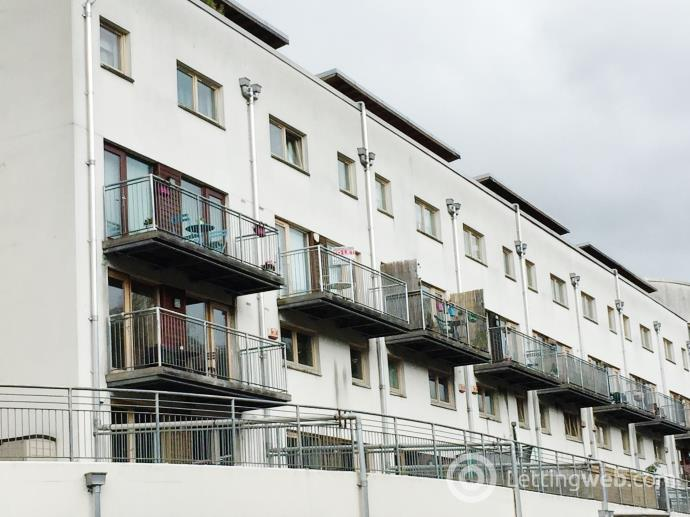 Property to rent in Lochburn Gate