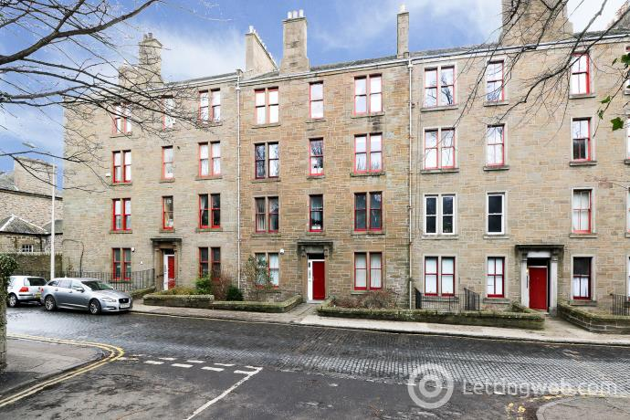 Property to rent in 52 Roseangle, West End, Dundee