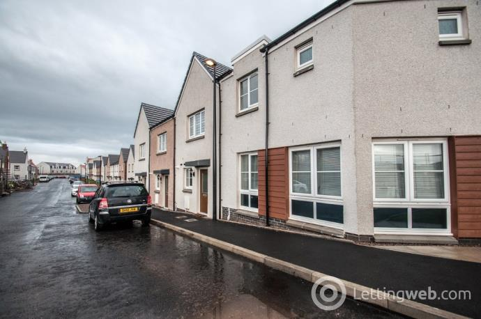 Property to rent in Charleston Road North, Cove