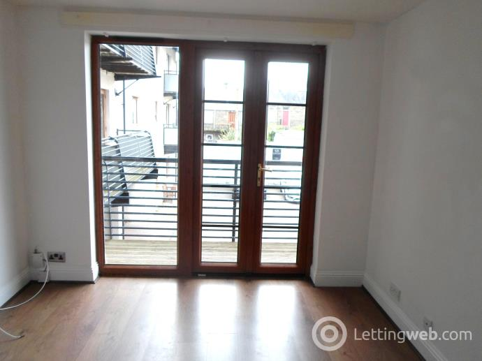 Property to rent in Long Lane