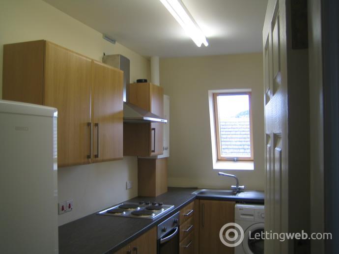 Property to rent in 180 Blackness Road Top Floor