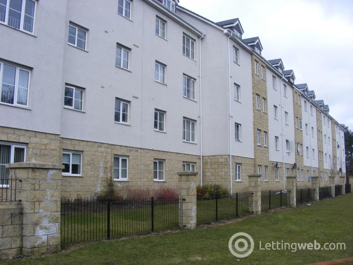 Property to rent in Queens Crescent, Livingston