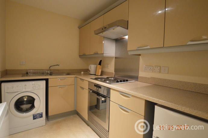 Property to rent in Glenmore Place