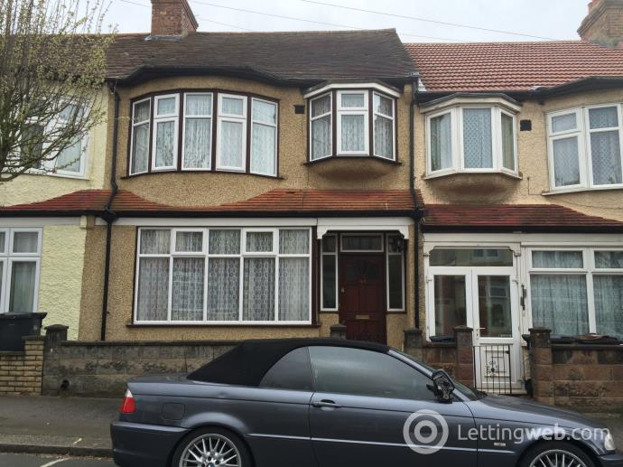 Property to rent in Addiscombe Court Road, Croydon