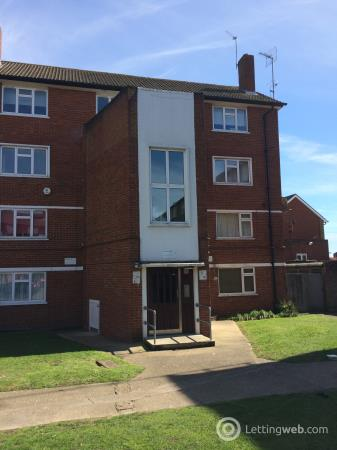 Property to rent in Cobham Close, Bromley