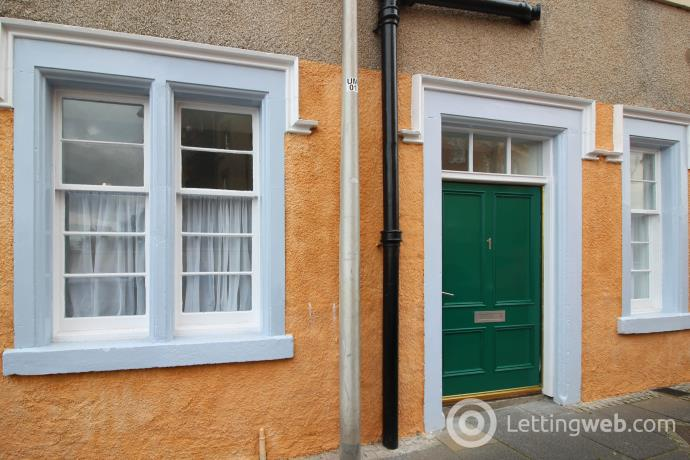 Property to rent in 1 Victoria Street, Dunbar