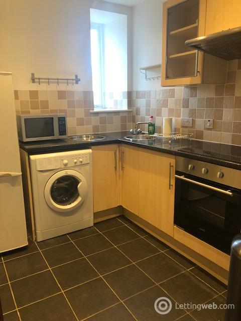 Property to rent in Union Street, Aberdeen AB10