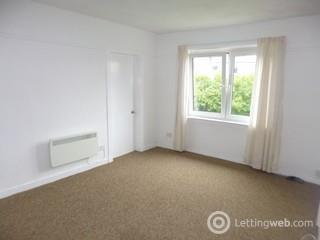 Property to rent in Croftfoot Glasgow South Large three bedroom cottage flat