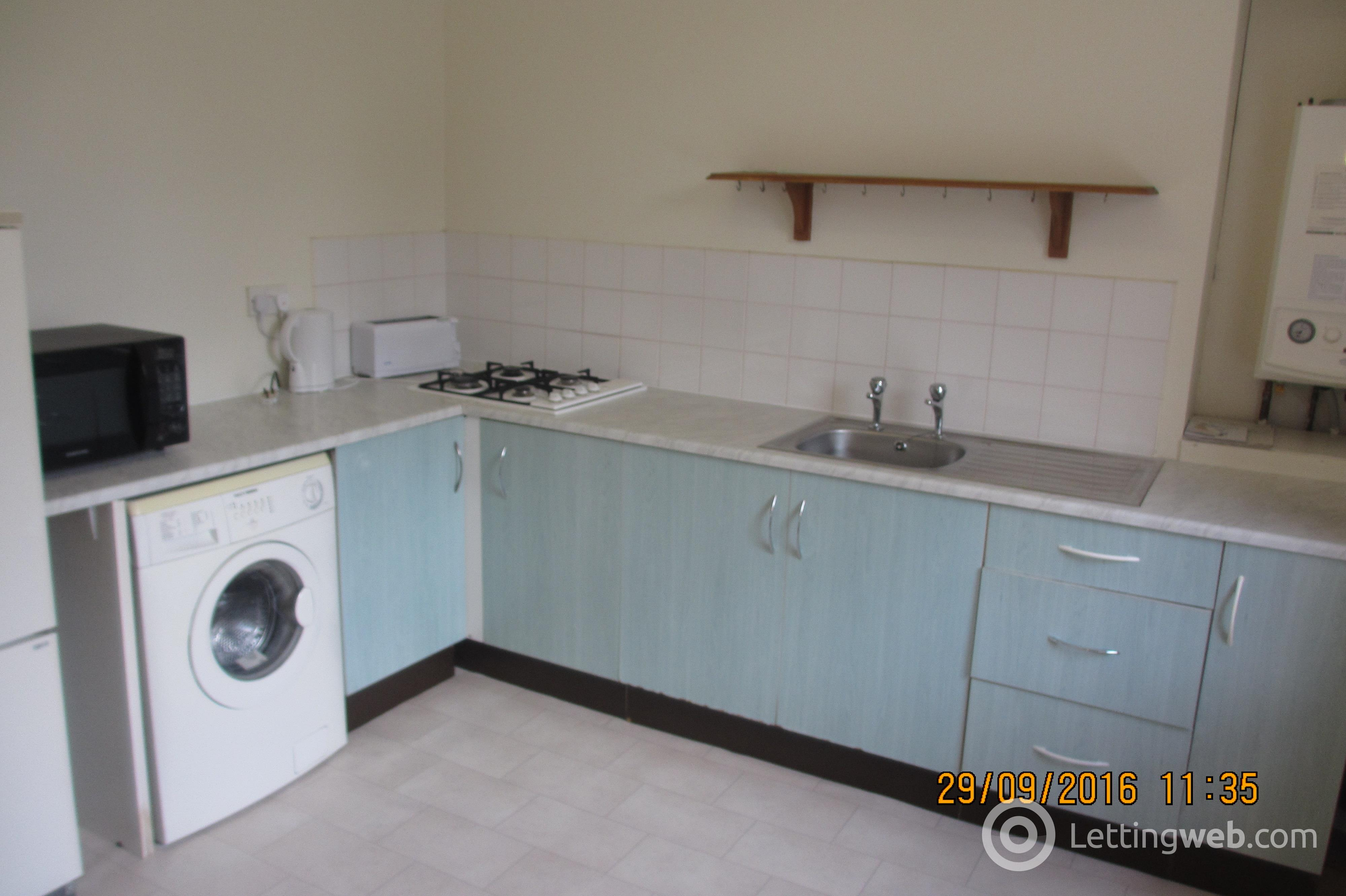 Property to rent in Victoria Road 1626