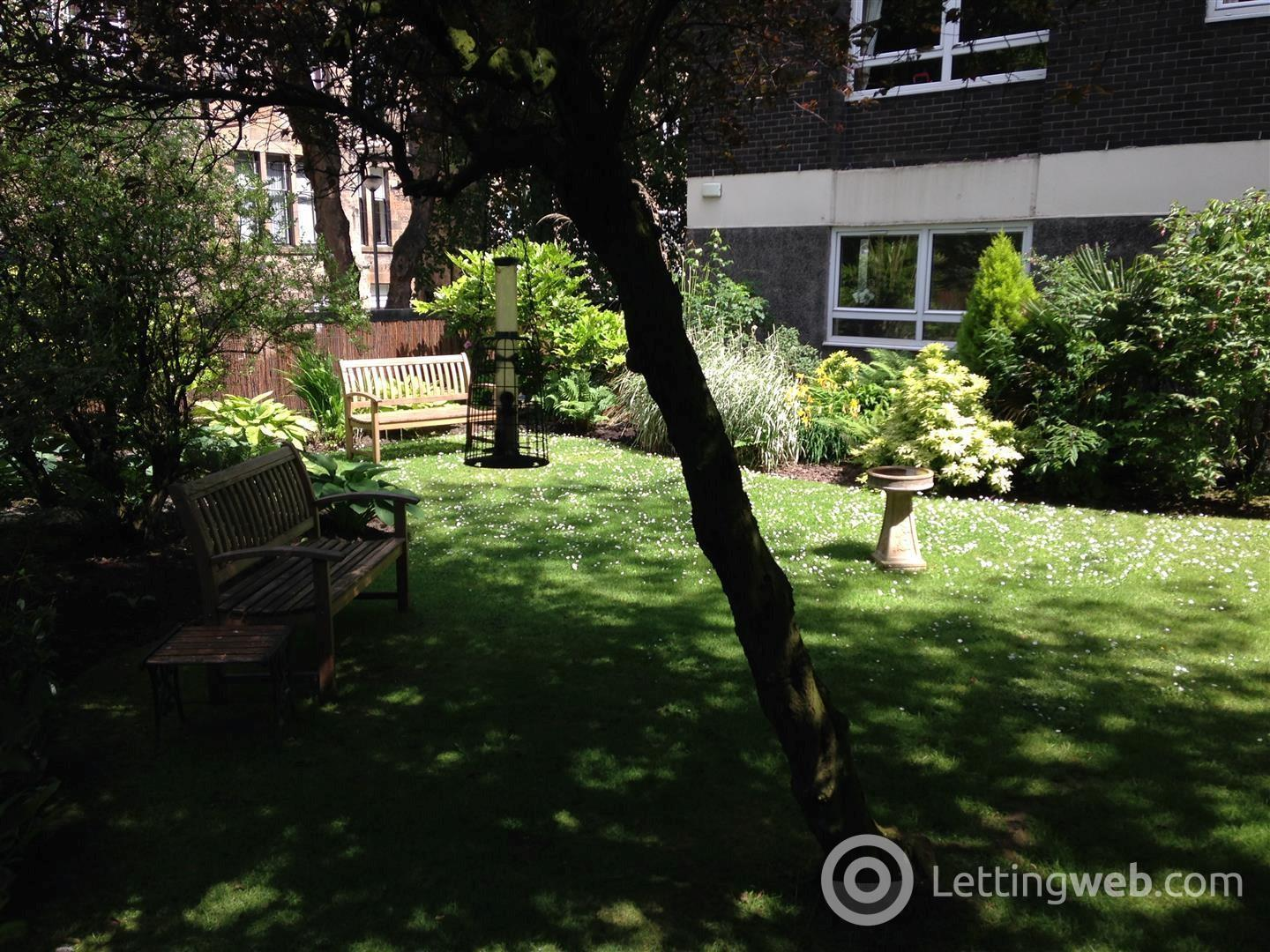 Property to rent in Kensington Court