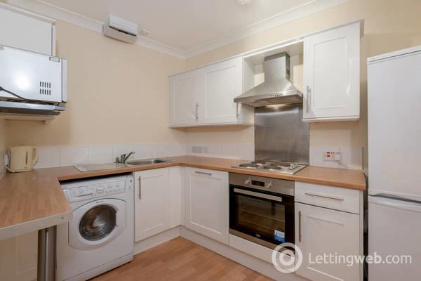 Property to rent in Montrose Terrace