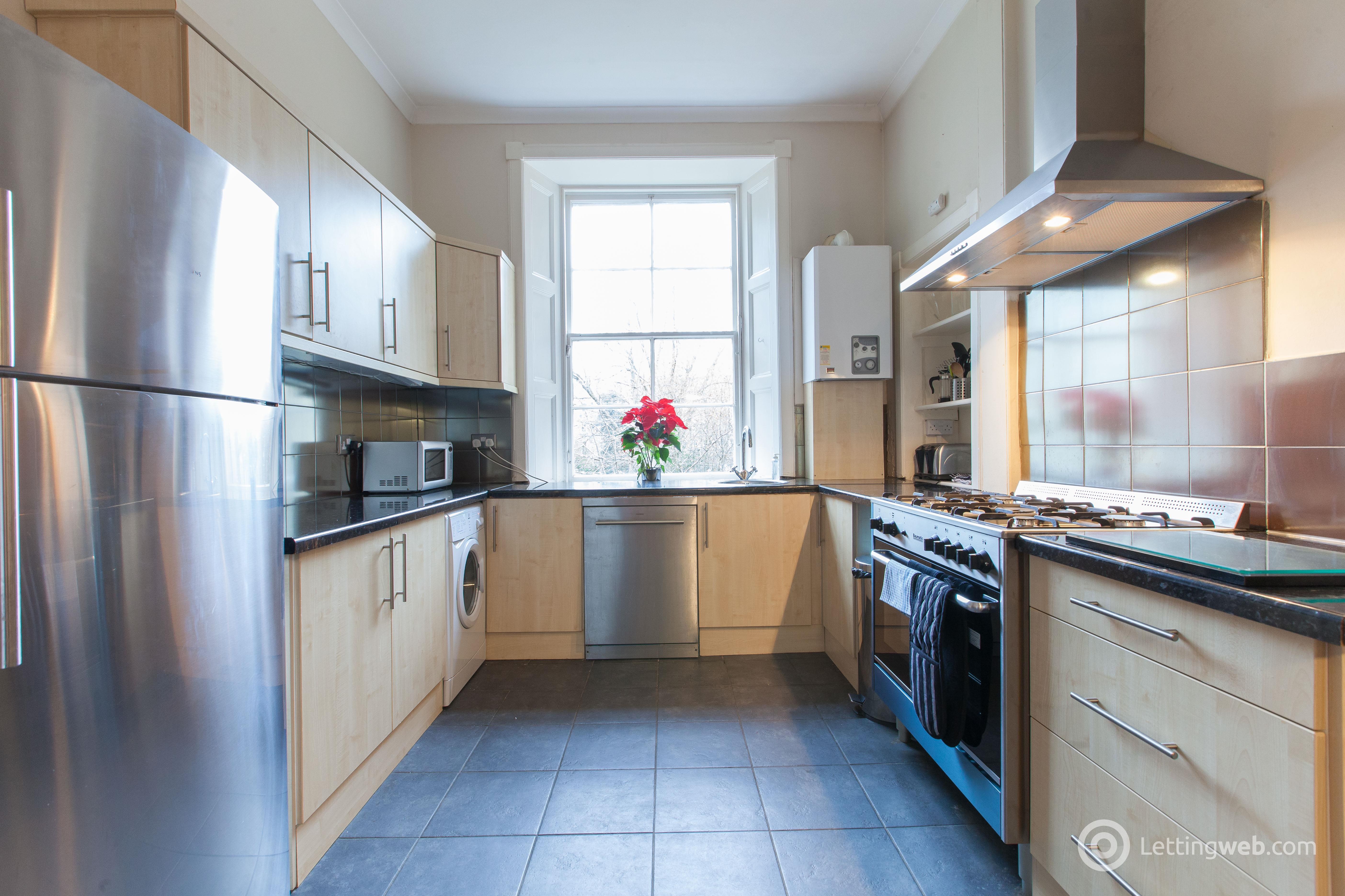 Property to rent in Comely Bank Place