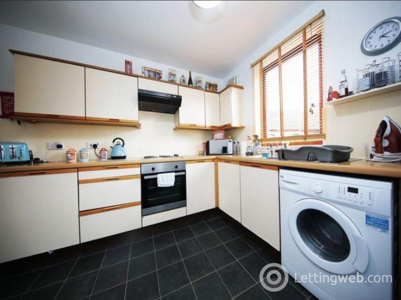 Property to rent in 9 Robertson Street