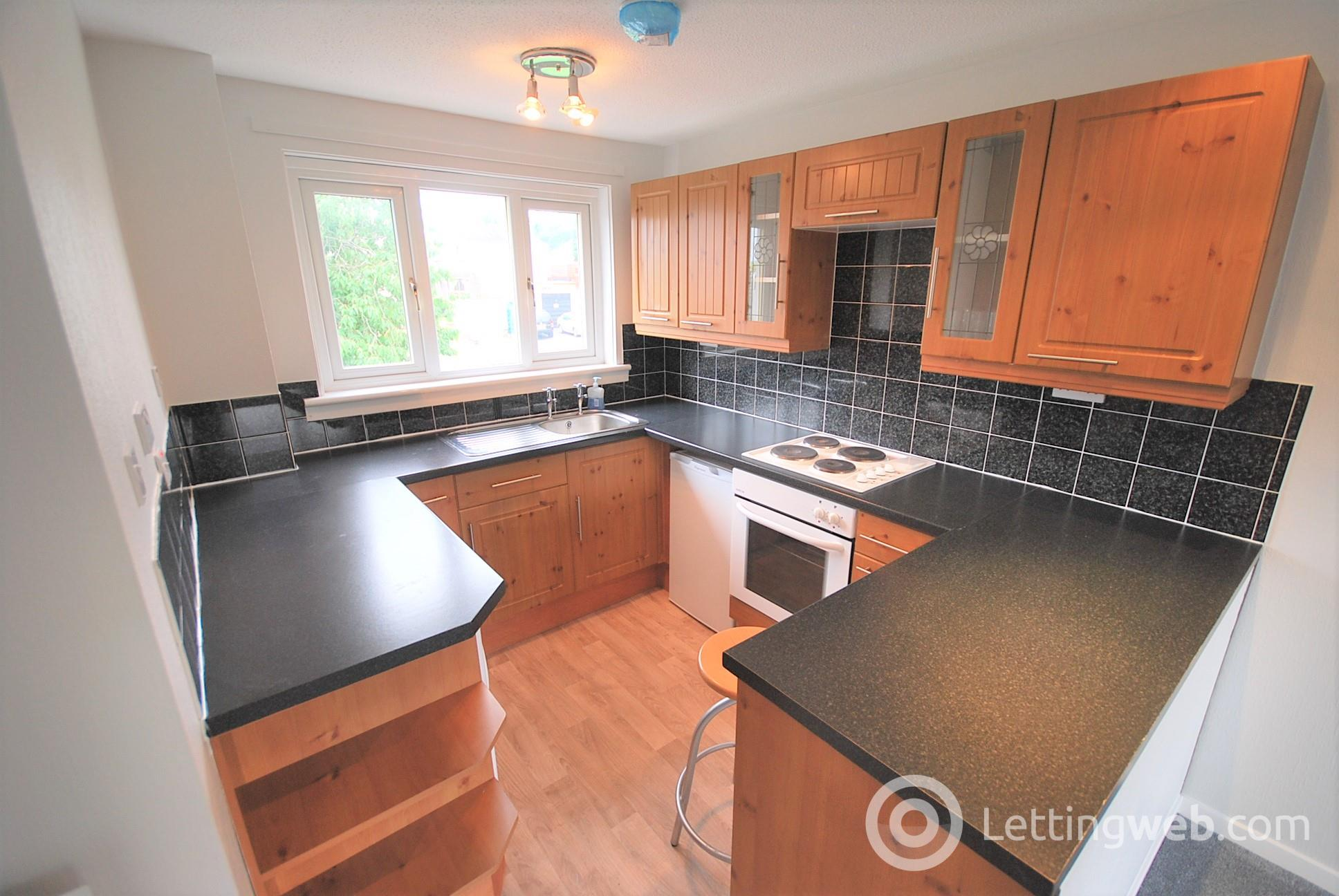 Property to rent in 16 Cairns Court Crieff