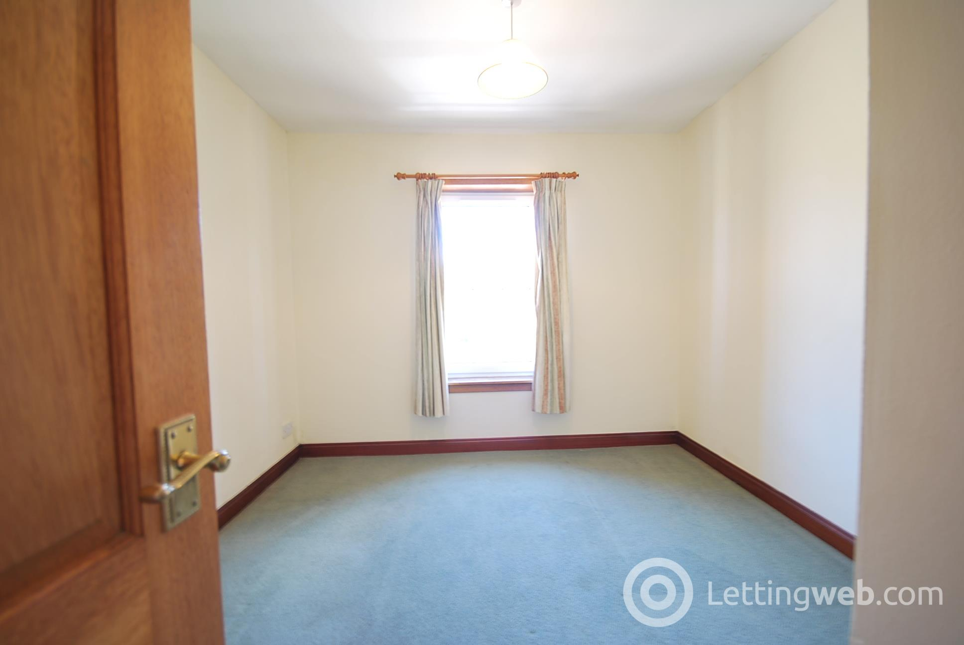 Property to rent in 2 Overalmond