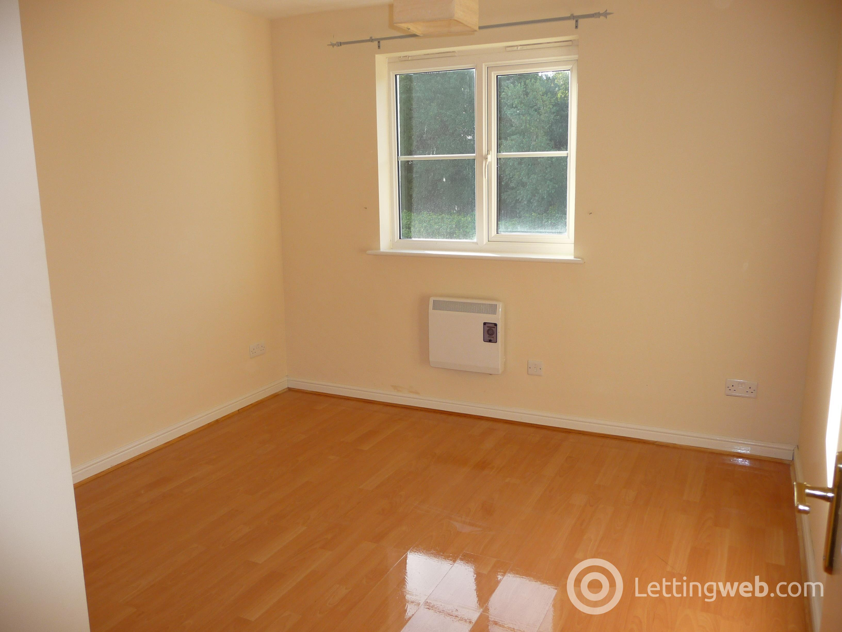 Property to rent in Queens Crescent