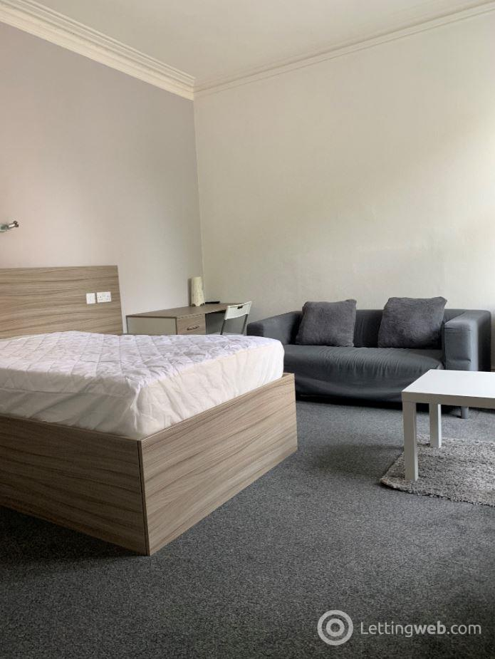 Property to rent in Roseangle, West End, Dundee