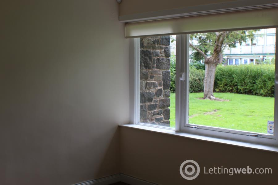 Property to rent in Church Square, Galashiels