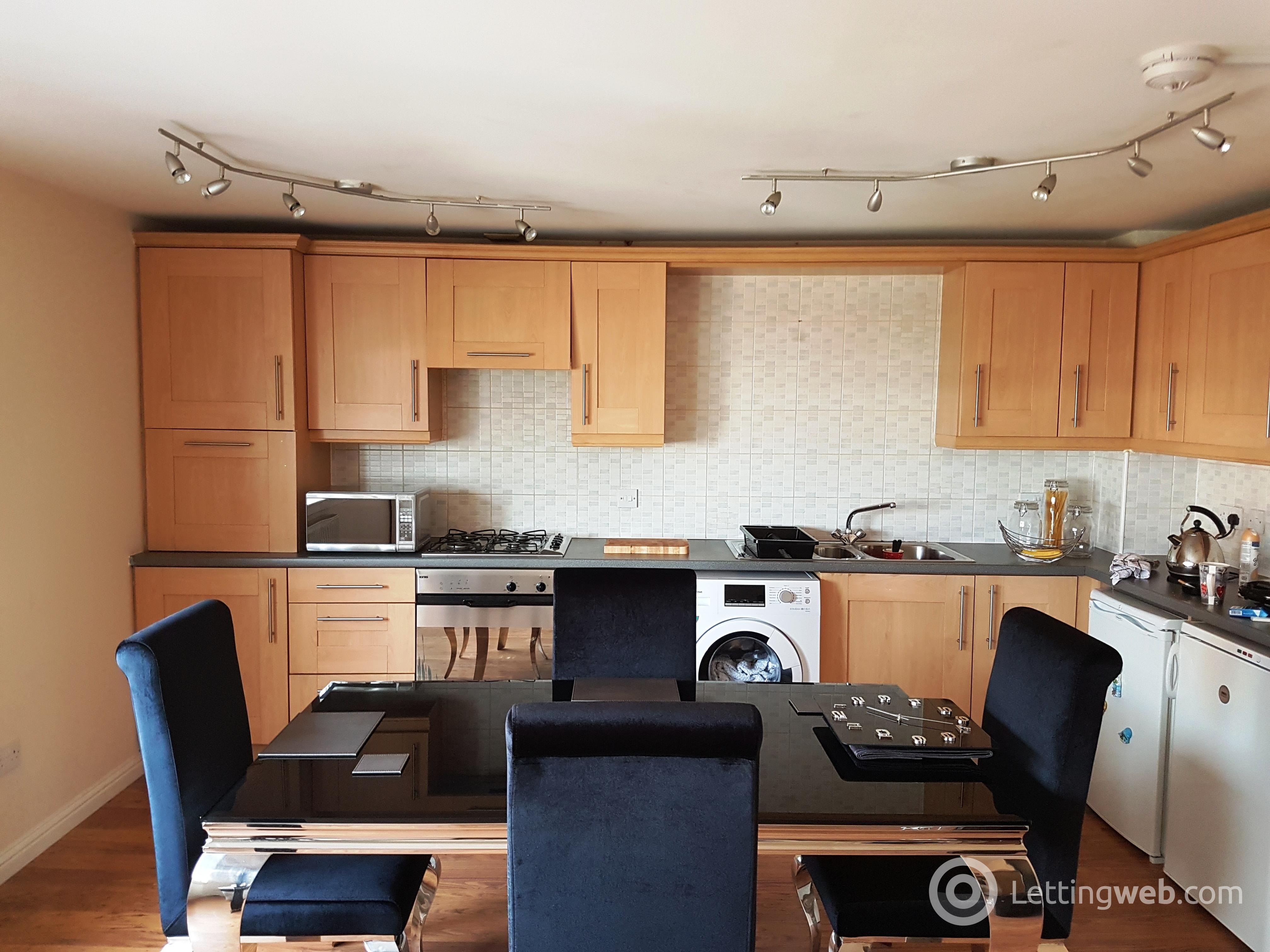 Property to rent in 15 WillowPark Court