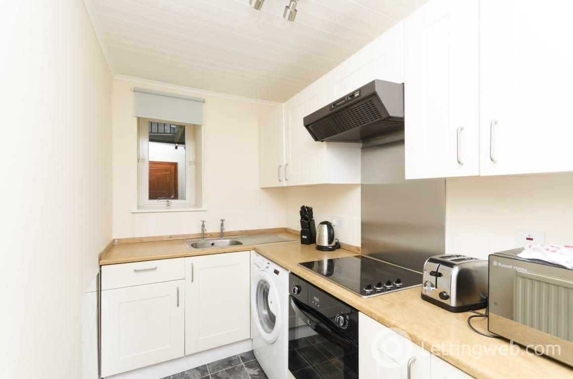 Property to rent in 35 Caledonian Place
