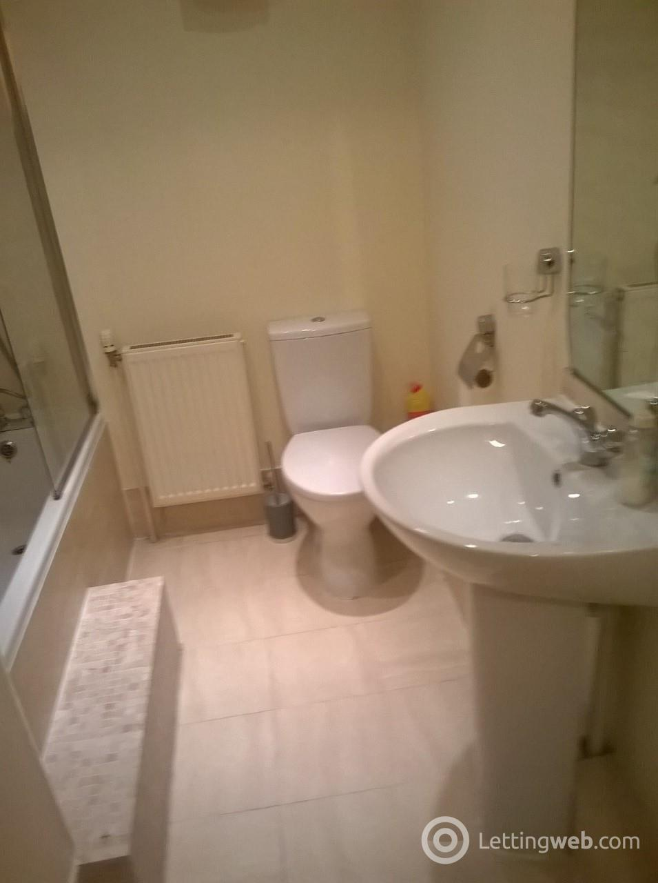 Property to rent in 72 Victoria Road, Falkirk, FK2 7AX