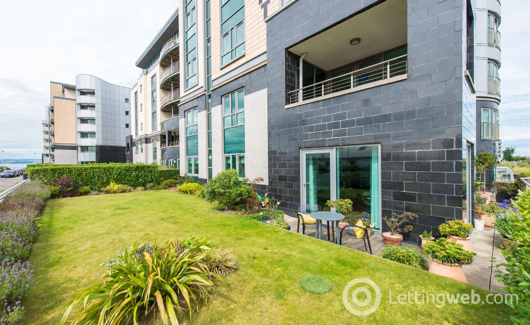 Property to rent in 1/1 Western Harbour Drive